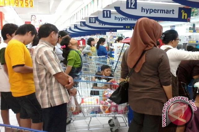 Suasana pusat perbelanjaan (FOTO ANTARA/Ida Nurcahyani)