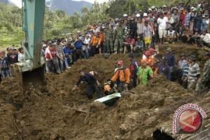 Hujan Deras Sebabkan Longsor di Patuk