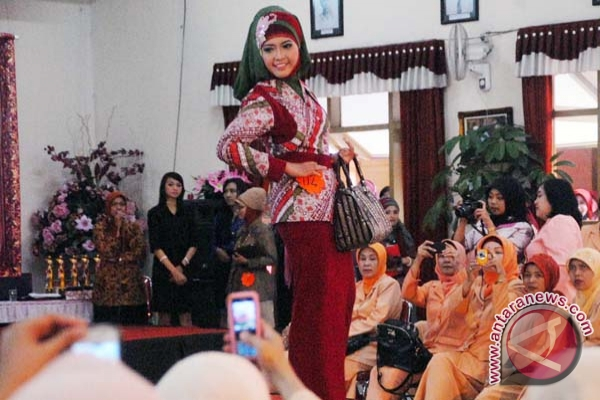Pemkab populerkan batik cual melalui lomba busana