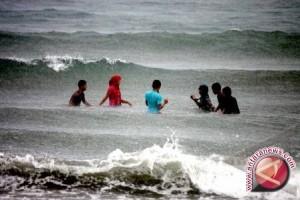 BMKG: Pasang Laut Membalong Lebih Dari Dua Meter