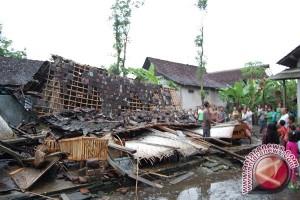 Puluhan Rumah Sidoarjo Rusak Akibat Puting Beliung