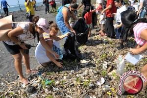 Puluhan Ribu Warga Banjarbaru Bersihkan Sampah
