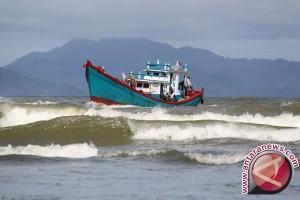 BMKG Gelombang Selat Karimata Mencapai 30 Meter