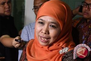 Menteri Khofifah Tertangkap Kamera Berhaji Tanpa Pengawalan