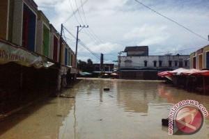 Pasar Sembako Pangkalpinang Terendam Banjir