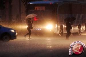 Warga Bekasi Dikejutkan Fenomena Hujan Es