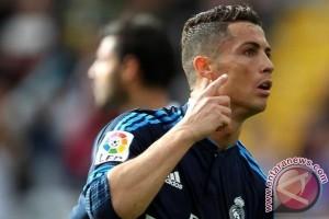 Ronaldo Dilarang Lima Pertandingan Karena Dorong Wasit
