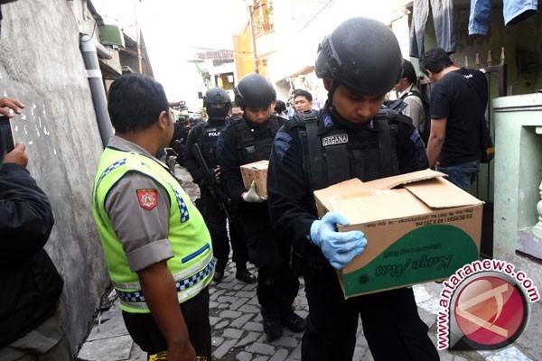 Polisi Geledah Kembali Rumah Terduga Teroris Temanggung