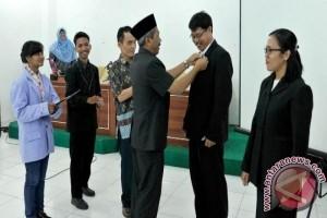 Rektor UBB Lantik 32 Pejabat Struktural