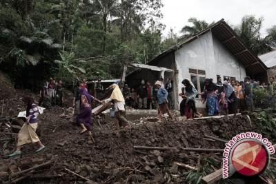 Ratusan Warga Malaya Banjarnegara Mengungsi Akibat Longsor