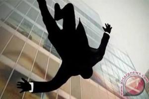 Seorang Pemuda Melompat Dari Flyover di Bandung