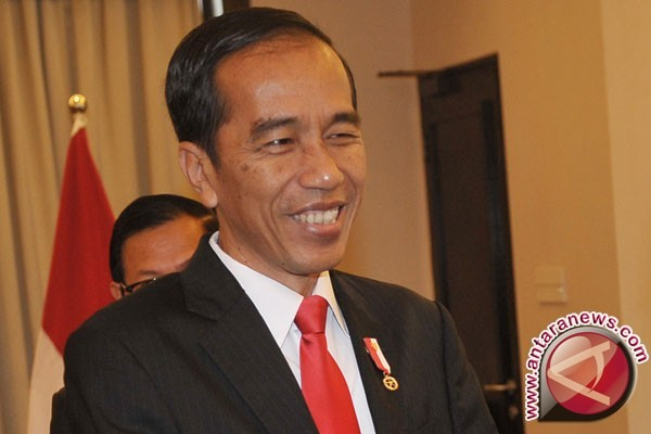 Jokowi Receives Lithuanian President at Merdeka Palace