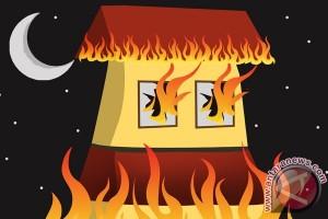 10 Rumah Asrama TNI AD Pekanbaru Terbakar