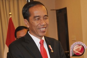 Jokowi Receives Lithuanian President at Merdeka Palace