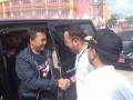 Walikota Pangkalpinang M. Irwansyah (kanan) ketika menyambut Menteri Pemuda dan Olahraga Republik Indonesia Imam Nahrawi (kiri)untuk membuka event MXGP 2017 di Sirkuit GOR Sahabuddin Pangkalpinang, Minggu (5/3).  (Foto Antara/ Aprionis)