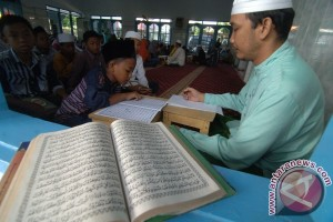 Cerita Santri Khatam Al-Quran Untuk Hasyim Muzadi