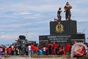 Monumen TNI AL Tambah Pesona Pantai Gondariah Pariaman