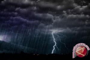 BMKG: Seluruh Daratan Babel Berpotensi Hujan Petir