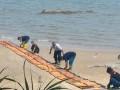 PT Timah (Persero) Tbk sejak Selasa (25/4) sore telah memasang oil boom untuk mengantisipasi munculnya dampak lingkungan akibat KIP 14 yang sehari sebelumnya tenggelam di perairan Tempilang.  (Foto Humas PT Timah)