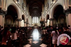 Saat Umat Kristiani dan Islam Saling Ucap Selamat Usai Ibadah