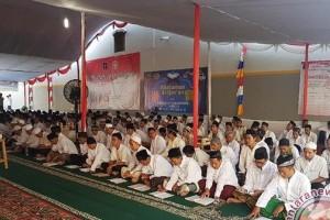 Ribuan Buruh Khataman Quran Sambut Hari Buruh