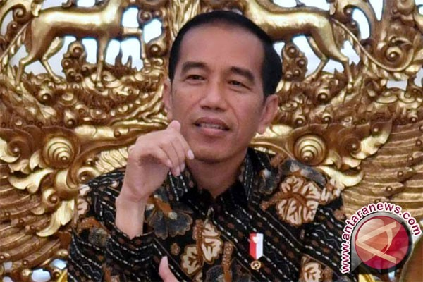 President Jokowi Distributes One Thousand Indonesian Smart Cards in Malang
