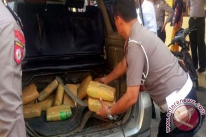 Polisi Bangka Tengah Amankan Mobil Bawa Ganja