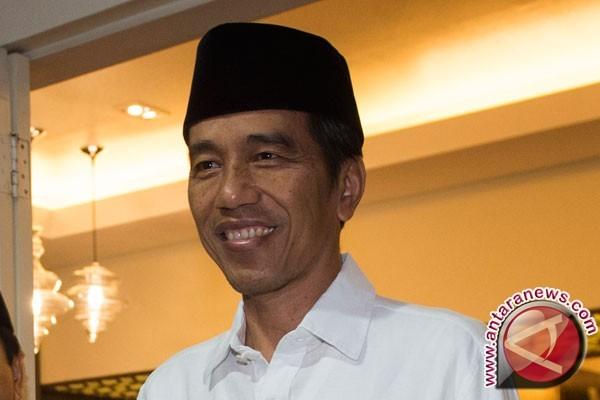 Jokowi Sambangi Ruang Wartawan Istana Kepresidenan
