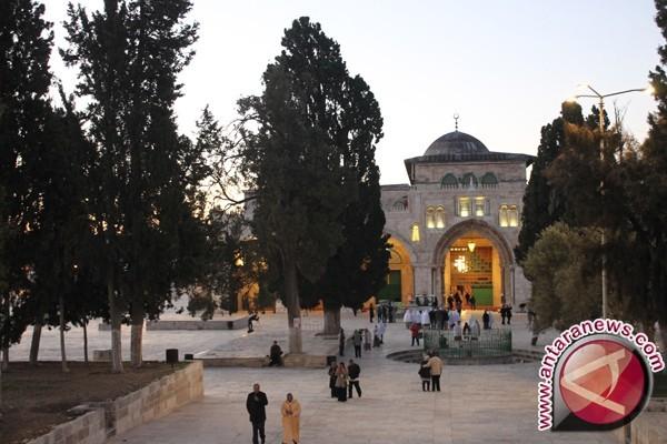 Israel Larang Pria di Bawah 50 Tahun Salat di Aqsa