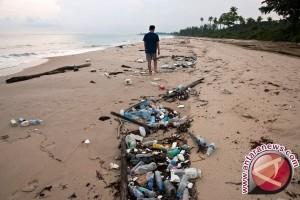 Luhut Minta ASEAN Bantu Tangani Plastik Laut