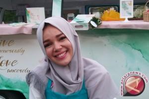 Dewi Sandra Lebih Fokus Ibadah Ramadan