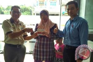 169 Warga Kabupaten Bangka Selatan Terima Kartu PKH