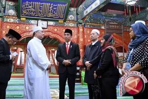 Umat Islam di Beijing Berlebaran Senin