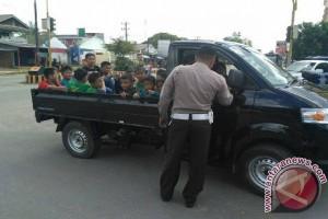 Dijadikan Angkutan Penumpang, Polres Bangka Barat Tindak Mobil Bak Terbuka