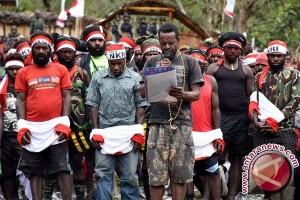 Personel TNI AD Beri Penyuluhan Hukum Kepada Warga Perbatasan