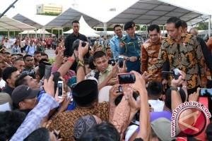 President Jokowi Inaugurates Maros Market