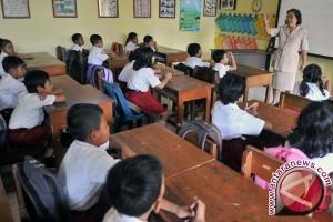 Mendikbud Tetap Ajukan Kebijakan Sekolah Lima Hari Untuk Guru Bukan Murid