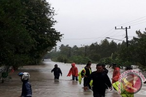 BPBD Deploys Helicopter to Evacuate Belitung Flood Victims