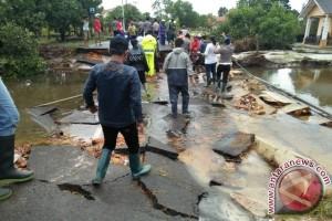 Gubernur Kepulauan Babel Fokus Tangani Infrastruktur Rusak Di Kabupaten Belitung