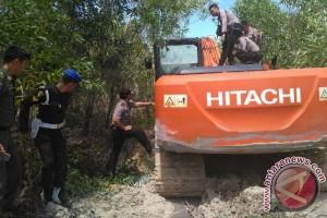 Polisi Bangka Tengah Sita Alat Berat Penambah Timah Ilegal