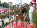 Wakil Wali Kota Pangkalpinang M Sopian bertindak sebagai inspektur upacara pada acara Penurunan Bendera Merah Putih  di halaman Kantor Wali Kota Pangkalpinang, Kamis (17/8/2017). (antarababel.com/Try Mustika Hardi)
