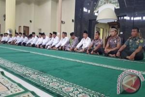112 Calon Haji Bangka Barat Diberangkatkan