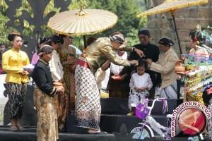 Harmoni Islam-Hindu-Kejawen Tampak Dalam Pencukuran Anak Gembel Dieng