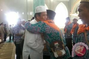 172 Calon Haji Bangka Tengah Diberangkatkan