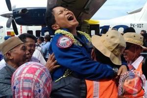 Pilot Esther Bangga Terbangkan Pesawat N219