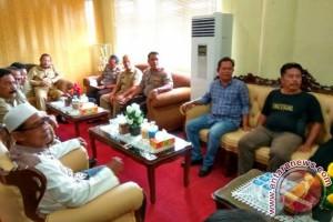 Bupati Parhan Ali Tidak Izinkan Warga Tempilang Menambang Timah