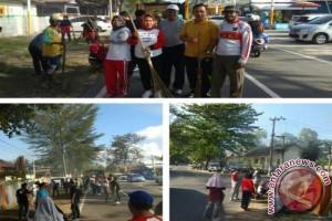 Pemkot Pangkalpinang Gotong Royong Bersihkan Pantai Pasir Padi