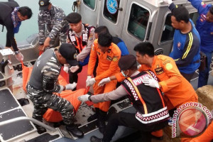 KSOP Pangkalbalam Evakuasi Dua Korban Kapal Tenggelam