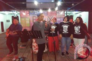 VOC Band Menangkan Hadiah Jinggle Ibu Kite