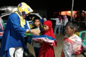 Endang Kusumawaty Berikan Beasiswa Dua Siswa Yatim Piatu